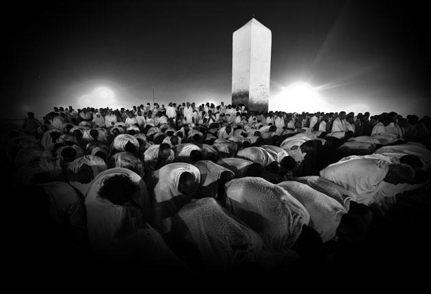 Muslim-pilgrims-pray-at-Mount-Arafat-near-the-Saudi-holy-city-of-Mecca-