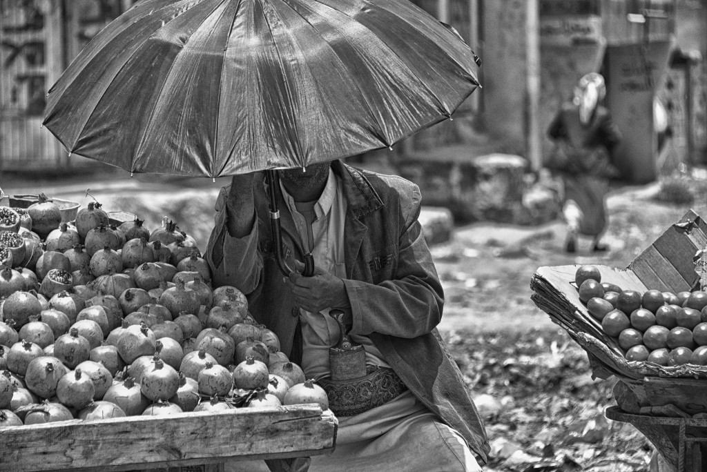 Pomegranate seller (Rod Waddington/flickr)