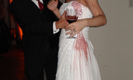 15 things you should never do at an arab wedding for Wedding dress stain removal