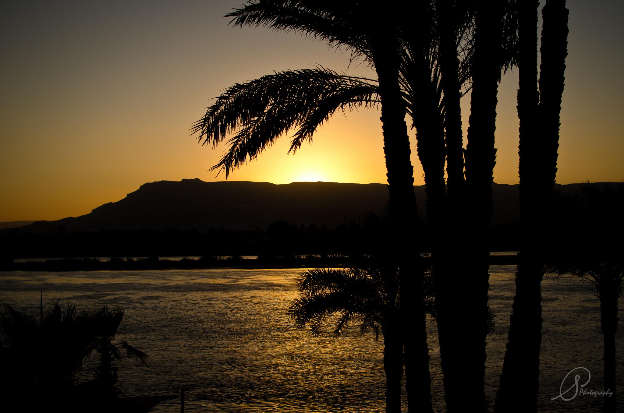 luxor nile sunset