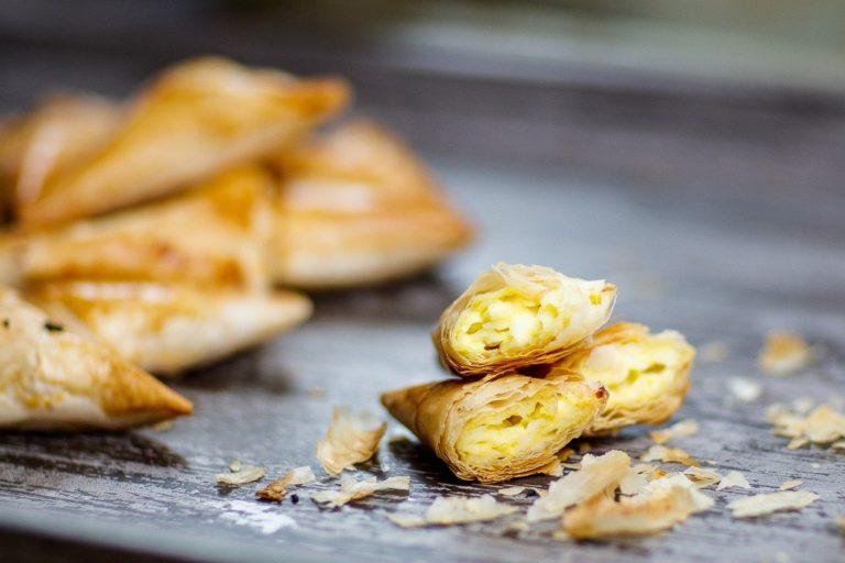طريقة-عمل-سمبوسك-بالجبنة-في-الفرن