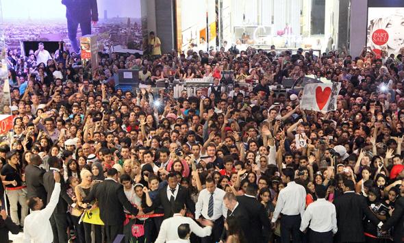 kim-kardashian-dubai-mall-crowds