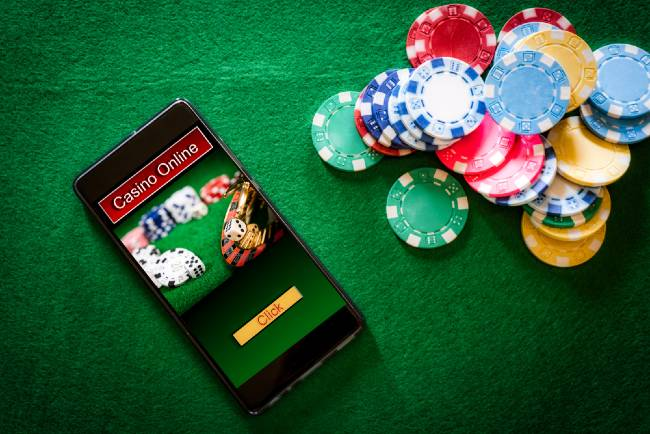 Pros and Cons of Playing Online VS Playing at a Real Casino - Scoop Empire
